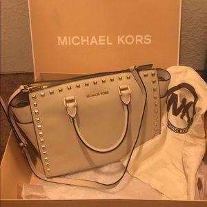 Handbags - Michael kors large white studded saffiano Selma
